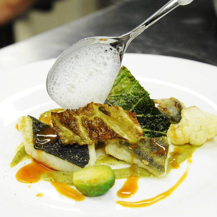 Rombo arrostito, cavoli, agrumi, schiuma di franciacorta